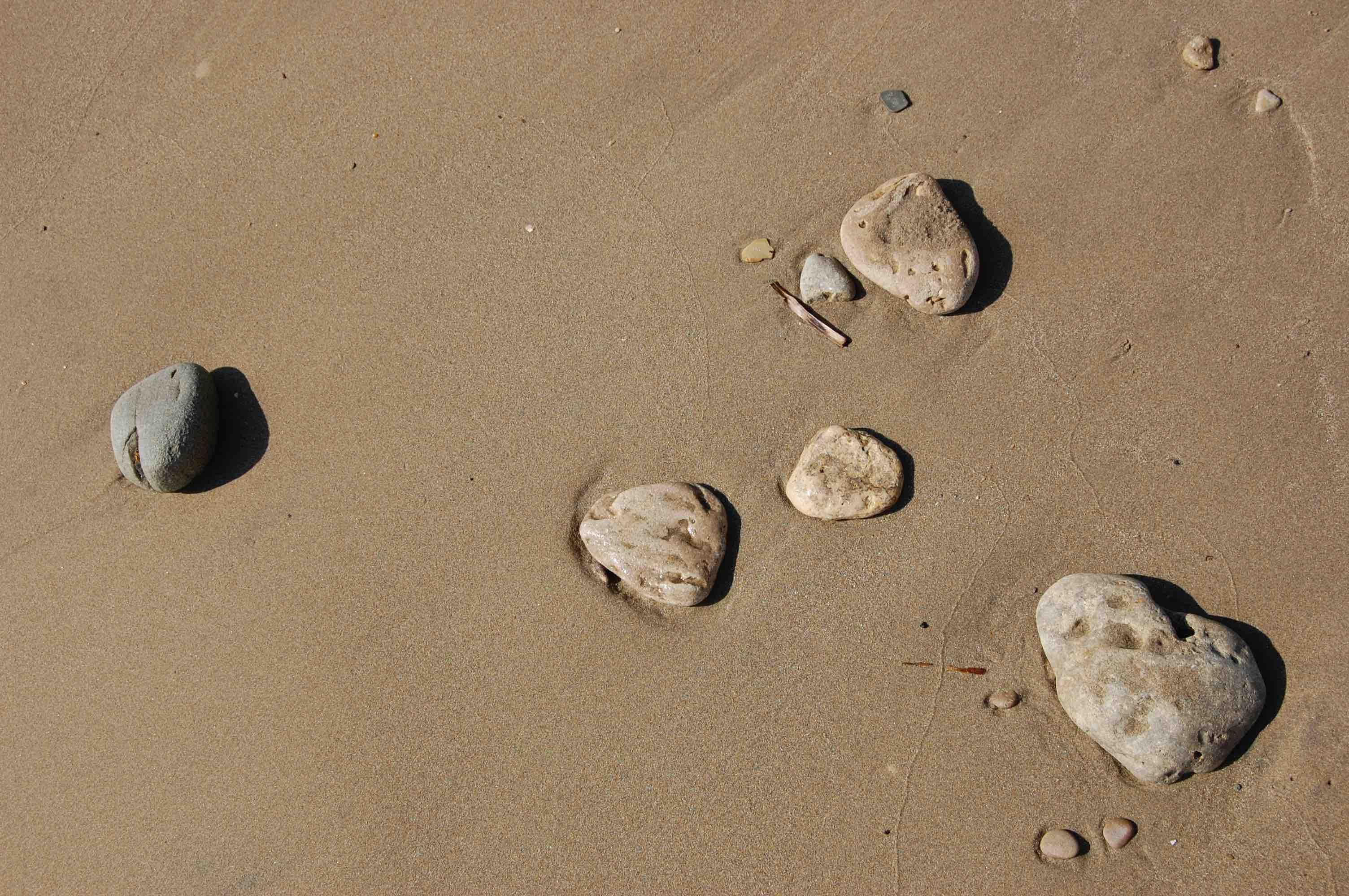 Steine im Sand